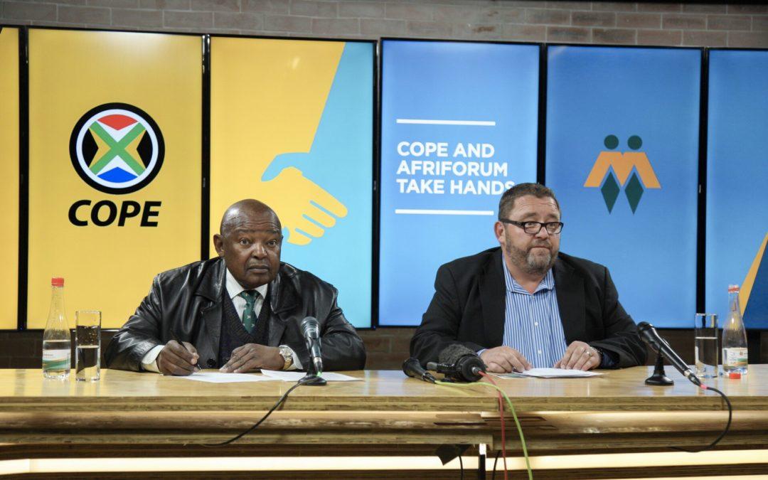 COPE en AfriForum vat hande in teenstand teen Grondwetwysigings