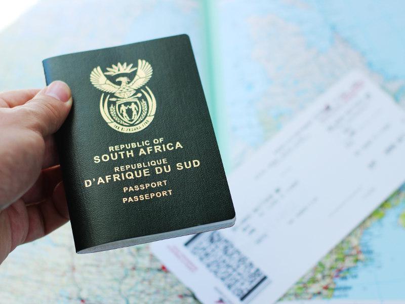 Die effek van nuwe SA paspoortregulasies op SA burgers wat in die buiteland woon